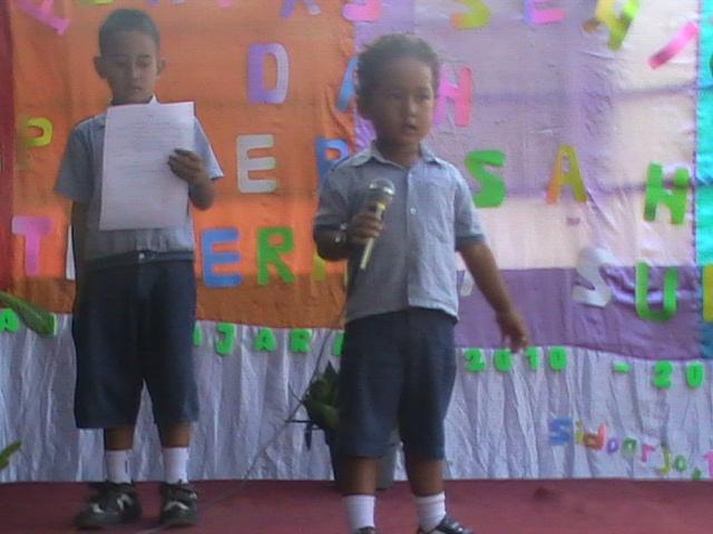 """puisi """"Ibu Guru Kami"""" yang dibawakan Ella"""